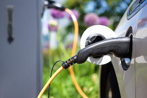 sähkö- ja hybridiautojen huolto